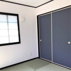 玄関アプローチからのウッドデッキ、建物内・外の色使いまで、バランスの取れた注文住宅。今後、親との同居など将来を見据えて、長く愛せる家。のサムネイル画像11