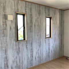 玄関アプローチからのウッドデッキ、建物内・外の色使いまで、バランスの取れた注文住宅。今後、親との同居など将来を見据えて、長く愛せる家。のサムネイル画像10