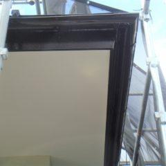 軽量で建物への負担も少ない、ガルバリウム鋼板の屋根。カバー工法で費用面と耐久性を兼ね備えるリフォーム。のサムネイル画像4