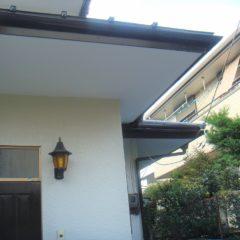 軽量で建物への負担も少ない、ガルバリウム鋼板の屋根。カバー工法で費用面と耐久性を兼ね備えるリフォーム。のサムネイル画像2