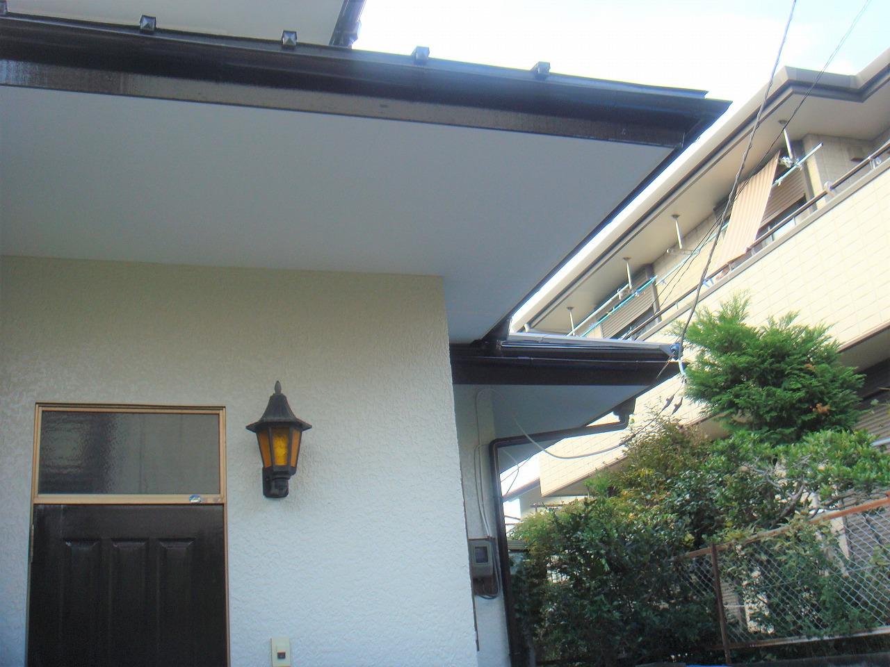 軽量で建物への負担も少ない、ガルバリウム鋼板の屋根。カバー工法で費用面と耐久性を兼ね備えるリフォーム。のアフター画像