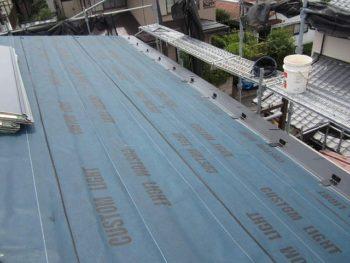 下地を貼り終えた屋根