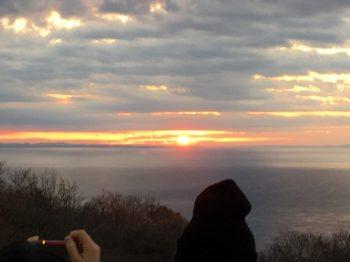 相模湾から登る初日の出