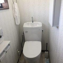 【まとめて一新★】便器を交換。だけで済ませるなんてもったいない!機能アップしたスッキリホワイトカラーのトイレリフォーム。のメイン画像です